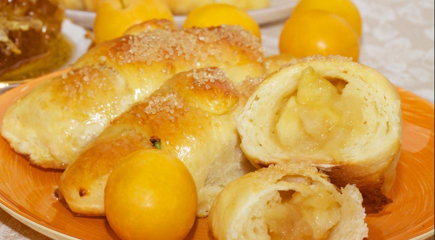 Рогалики с яблоками с пошаговым фото