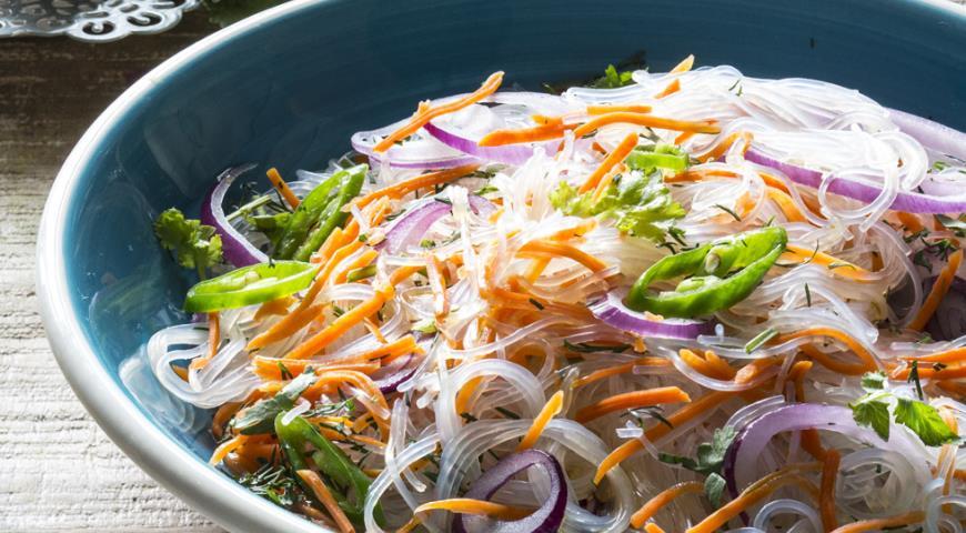 Салат с фунчозой и курицей 76