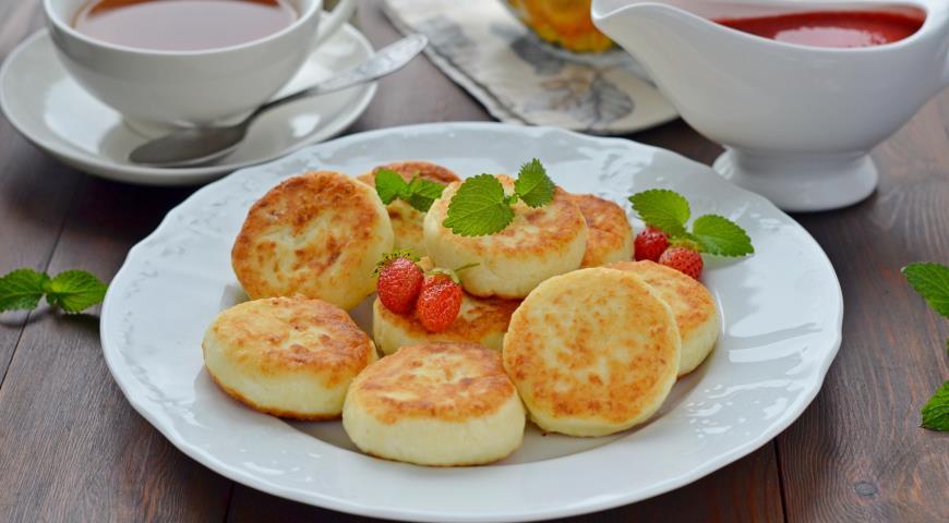 Сырники из творога с манкой с изюмом