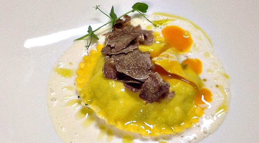 Равиоли с творогом, сыром и яйцом