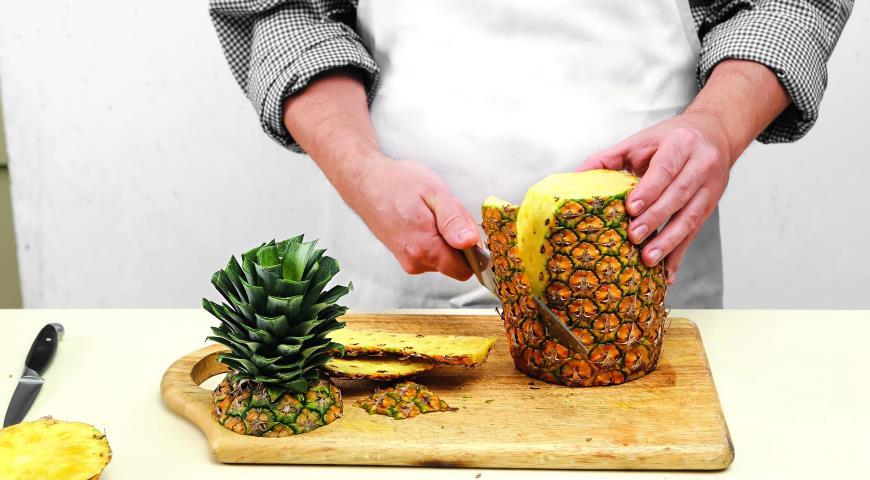 Как разделать ананас. Шаг 3