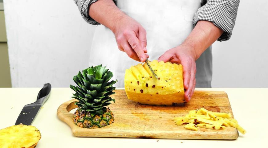 Как разделать ананас. Шаг 4