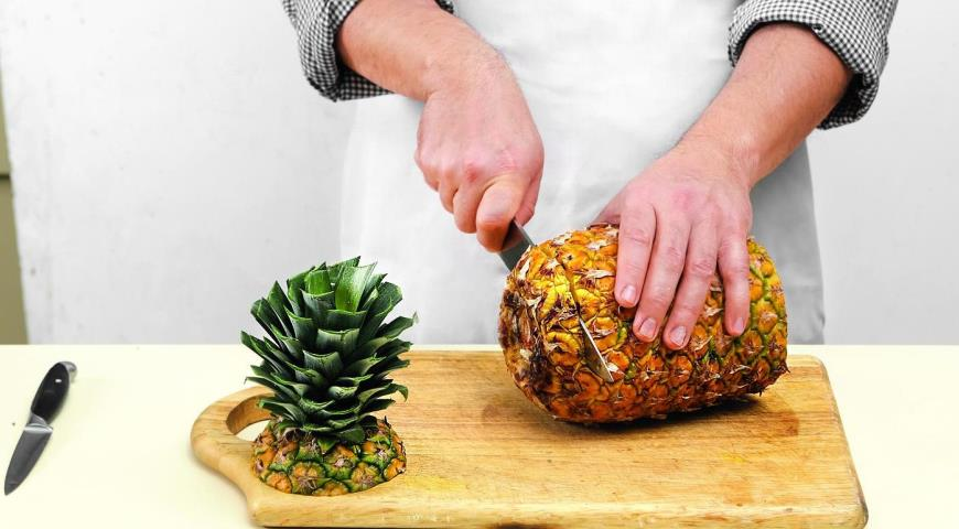 Как разделать ананас. Шаг 2