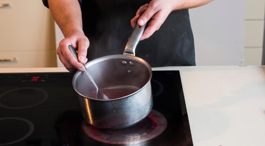 Коктейль-желе «Клюква и водка». Шаг 1