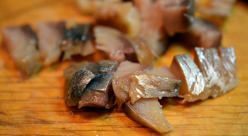 Омлет с картошкой и копченой рыбой. Шаг 4