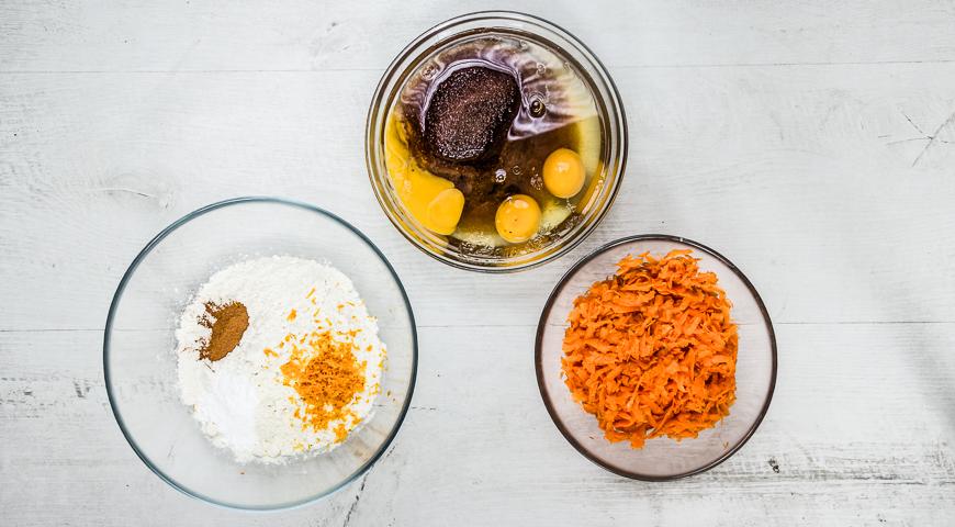 Морковный торт со специями и кремом из сливочного сыра. Шаг 2
