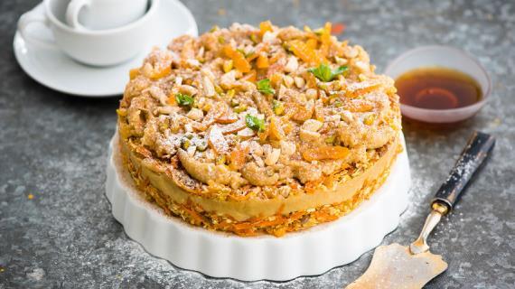 Сыроедческий веганский морковный торт с «сыром» из кешью