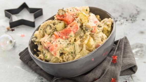 Новогодний салат с лососем, пошаговый рецепт с фото