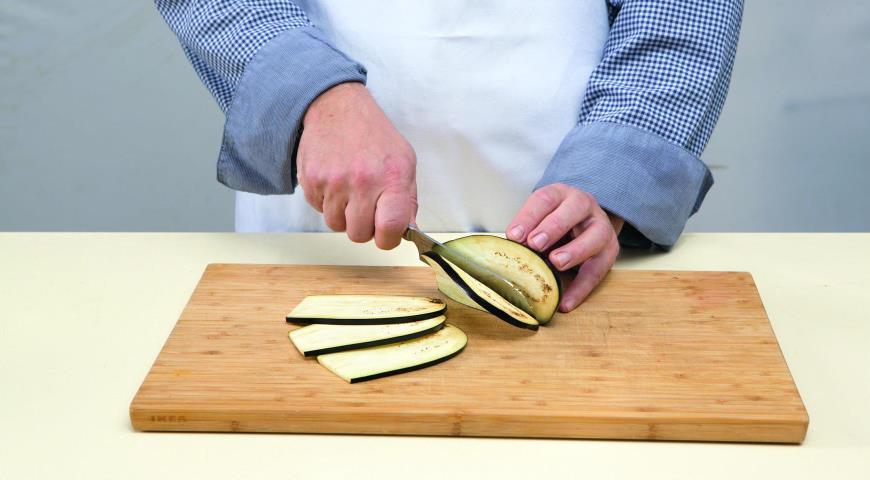 Рулетики из баклажанов с грецкими орехами, пошаговый рецепт с фото
