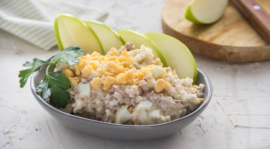 Салат с печенью и яйцом рецепт