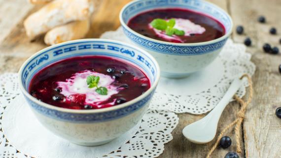 Суп из черники с вином и кардамоном