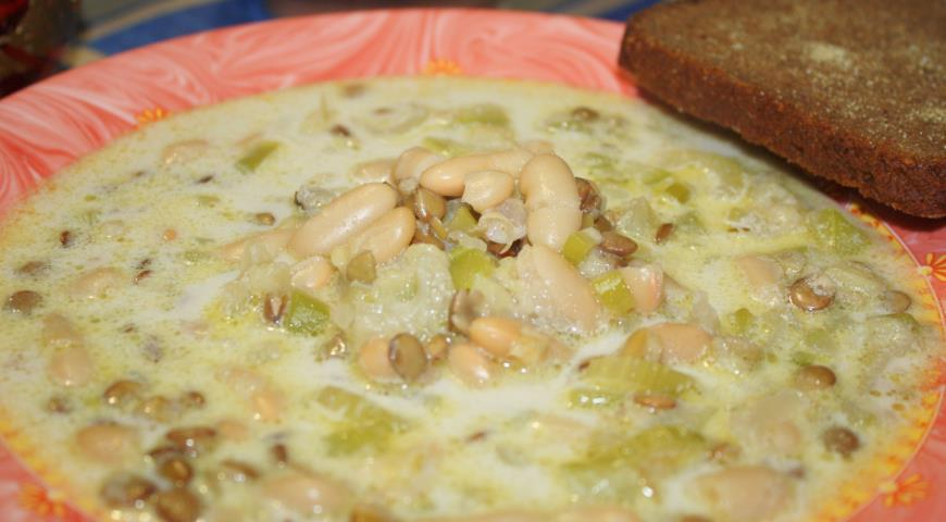 Пикантный суп с фасолью и чечевицей