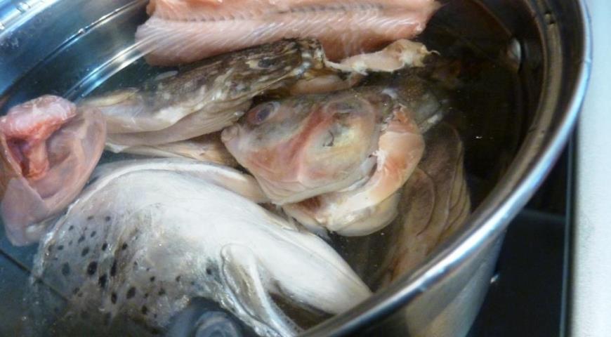 Рыбный суп с пшеном и помидорами. Шаг 1