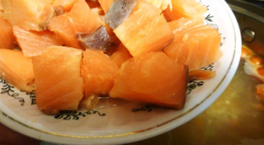 Рыбный суп с пшеном и помидорами. Шаг 3