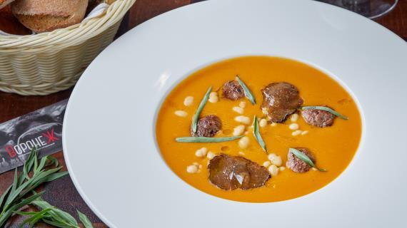 Фасолевый суп-пюре с копчеными фрикадельками и крымским трюфелем