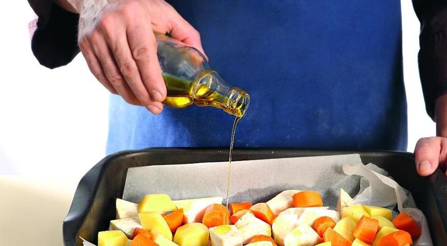 Курица, запеченная  с домашней аджикой и корнеплодами, пошаговый рецепт с фото