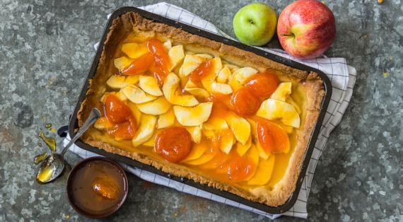 Открытый яблочный пирог