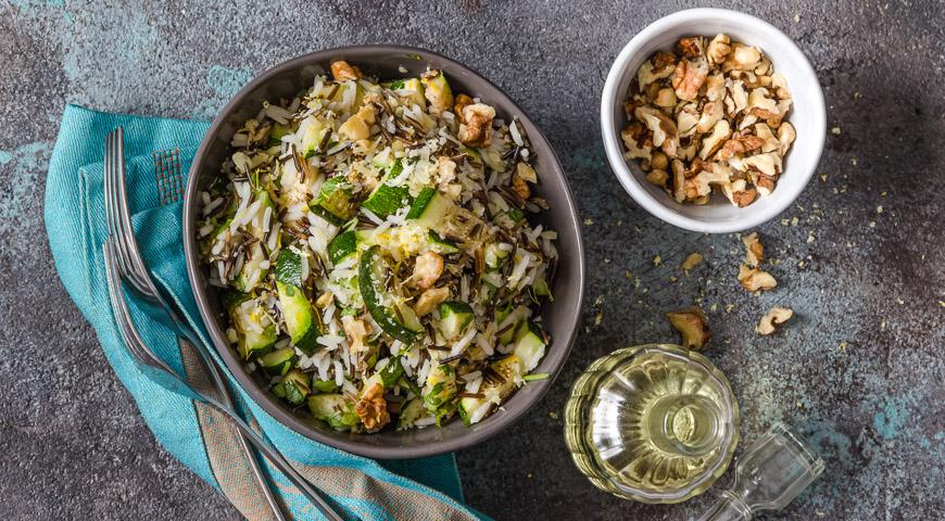 Рисовый салат с цукини