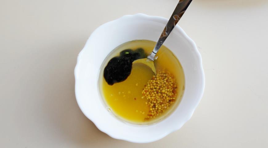 Готовим заправку для салата со свеклой, апельсином и козьим сыром