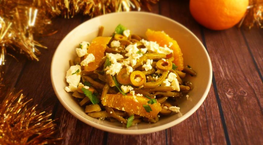 Салат с зеленой фасолью, апельсином и фетой