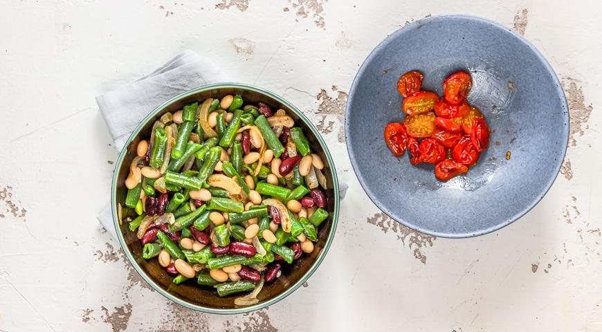 Фото приготовления рецепта: Теплый салат с фасолью, шаг №4