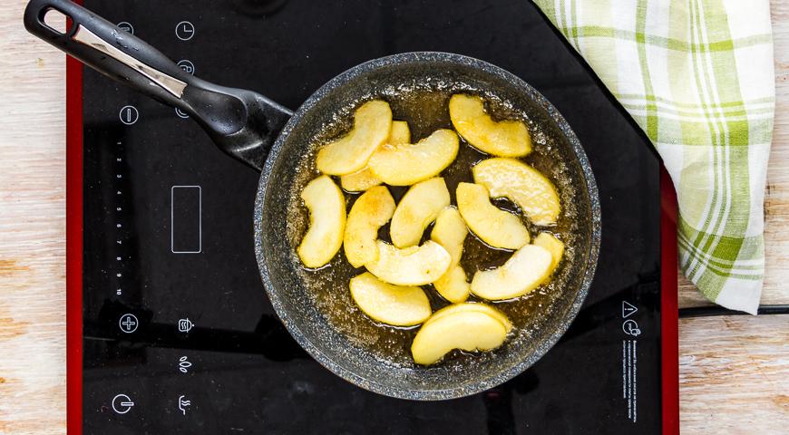 Постный пряный пирог с яблоками на пару. Шаг 1