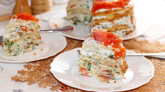 Блинный торт с семгой и рикоттой