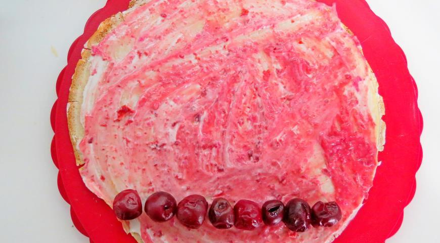 """Блинный торт с вишней """"Монастырская избёночка"""". Шаг 13"""