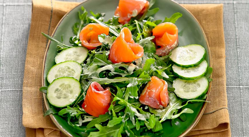 салат с лососем рецепт с огурцом