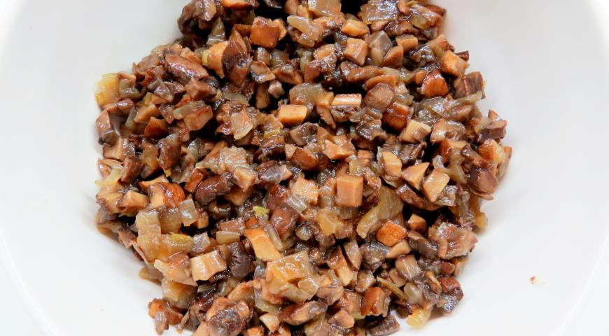 Постные чебуреки с картофелем и грибами. Шаг 4