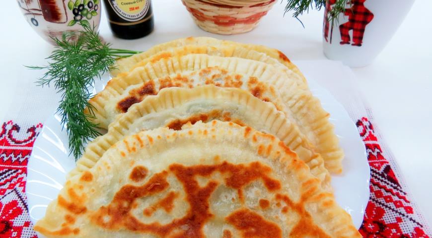 Постные чебуреки с картофелем и грибами. Шаг 9