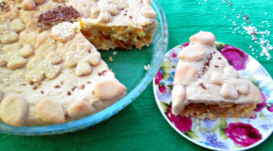 Пісний пиріг з рисом і грибами