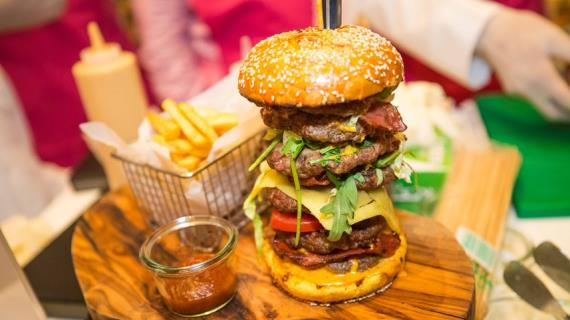 Самый дорогой бургер в мире продали в Дубае