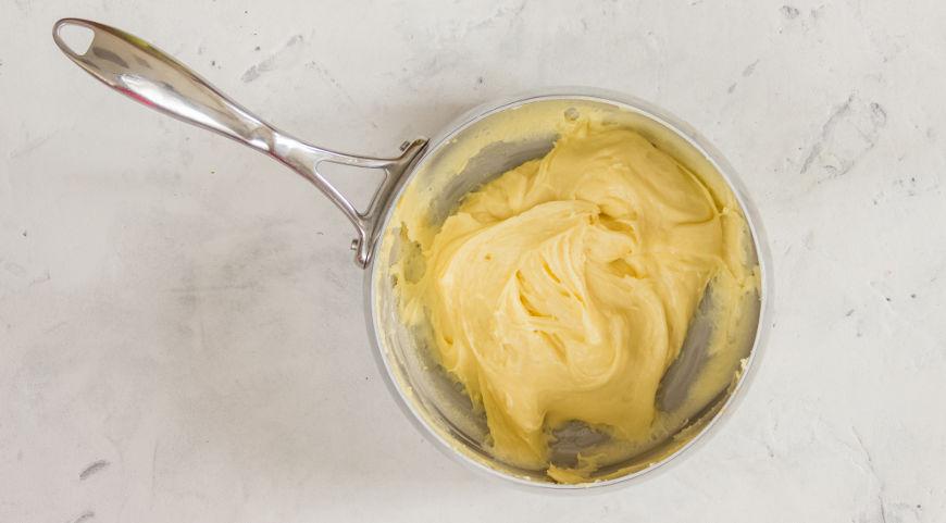 Фото приготовления рецепта: Заварное тесто (профитроли), шаг №6
