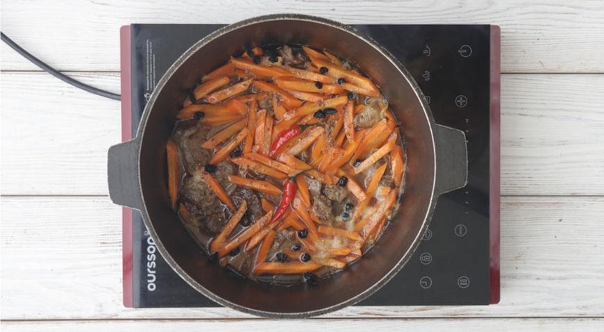 Фото приготовления рецепта: Узбекский плов в казане, шаг №8