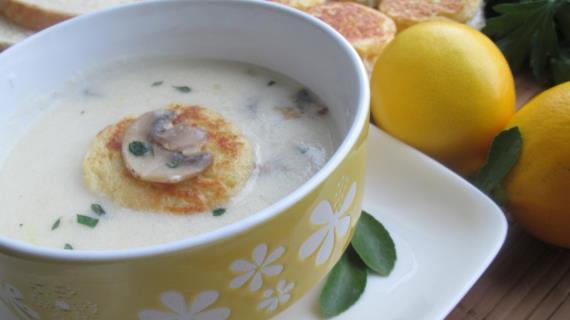 Грибной крем-суп с гренками-равиоли