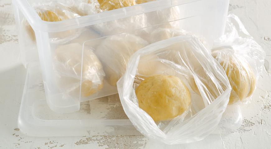 Фото приготовления рецепта: Универсальное рассыпчатое тесто, шаг №3