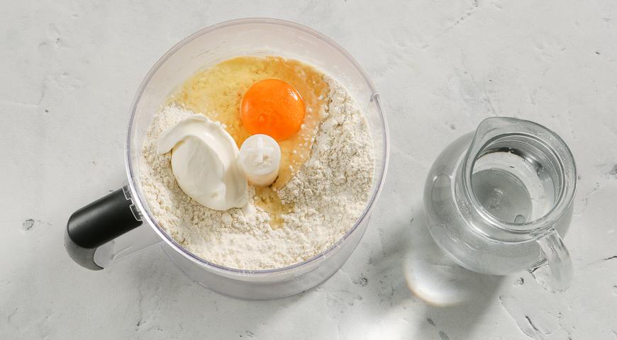 Фото приготовления рецепта: Универсальное рассыпчатое тесто, шаг №2
