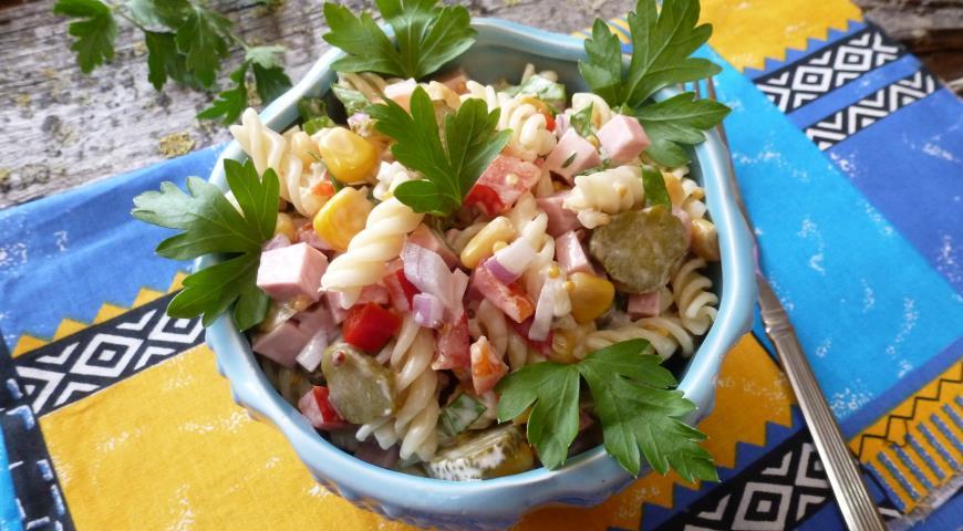 рецепт салата с сладким перцем и колбасой рецепт