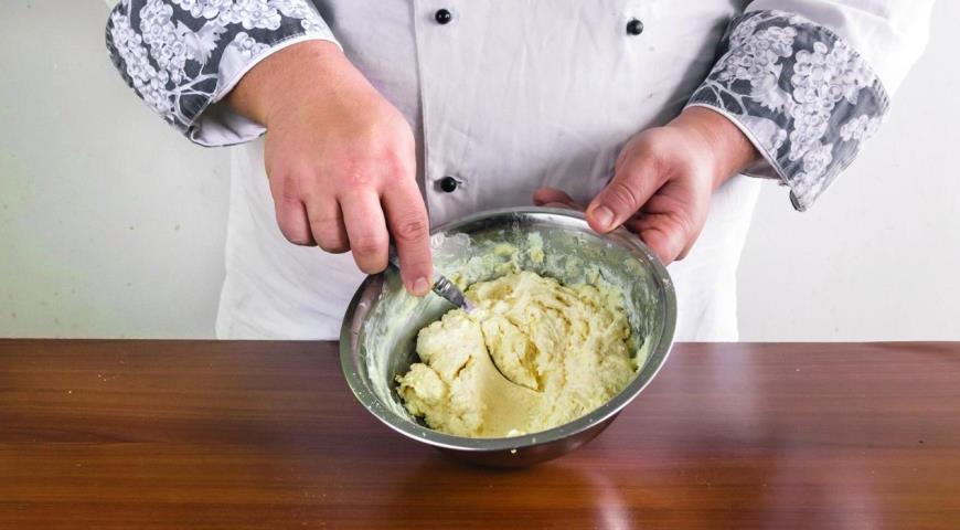 Сырники с манкой и мукой. Шаг 1