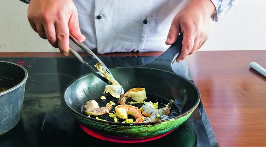 Тыквенный суп с креветками, кокосом и имбирем . Шаг 5
