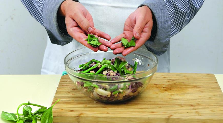 Тосканский салат из фасоли ипармезана. Шаг 5