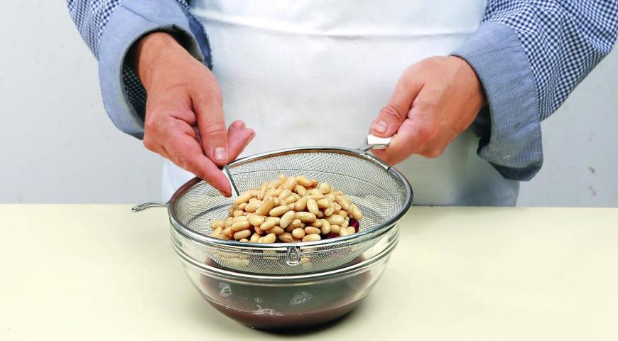 Тосканский салат из фасоли ипармезана. Шаг 1