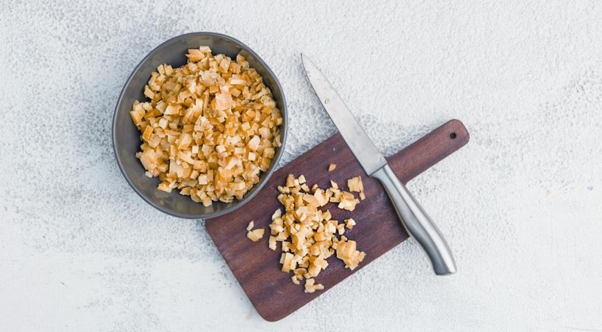 Пісні пиріжки з картоплею і грибами