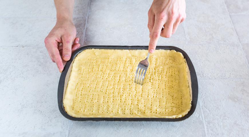 Пирог с черной смородиной . Шаг 4