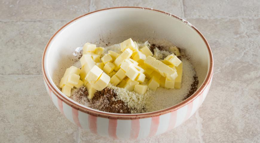 Фото приготовления рецепта: Шоколадный тарт с соленой карамелью, шаг №2