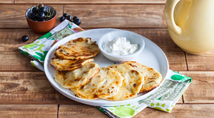 Cырники с изюмом на сковороде, пошаговый рецепт с фото
