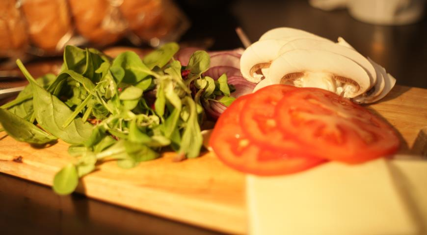 Бургер с картофелем по-деревенски и горчичным соусом. Шаг 4