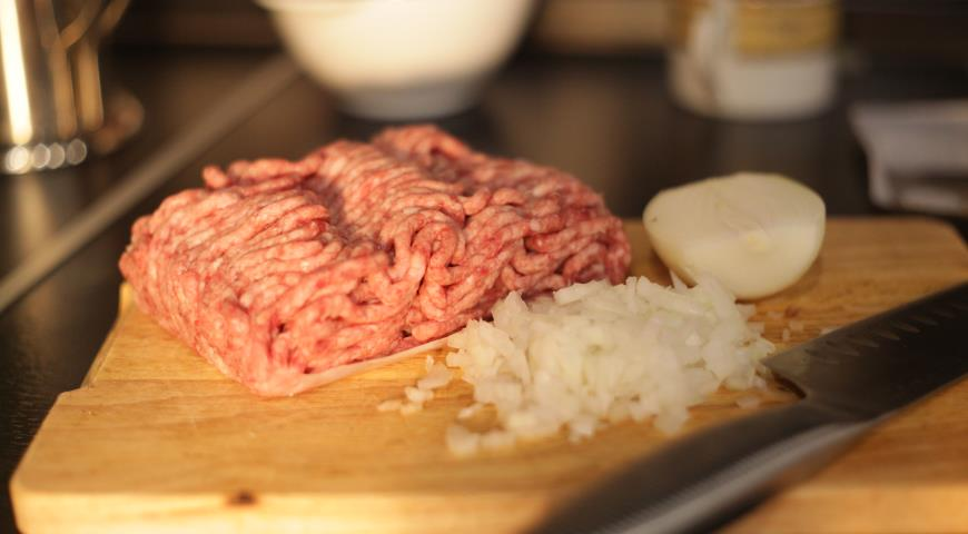 Бургер с картофелем по-деревенски и горчичным соусом. Шаг 2