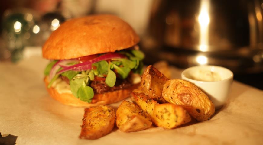 Бургер с картофелем по-деревенски и горчичным соусом. Шаг 6